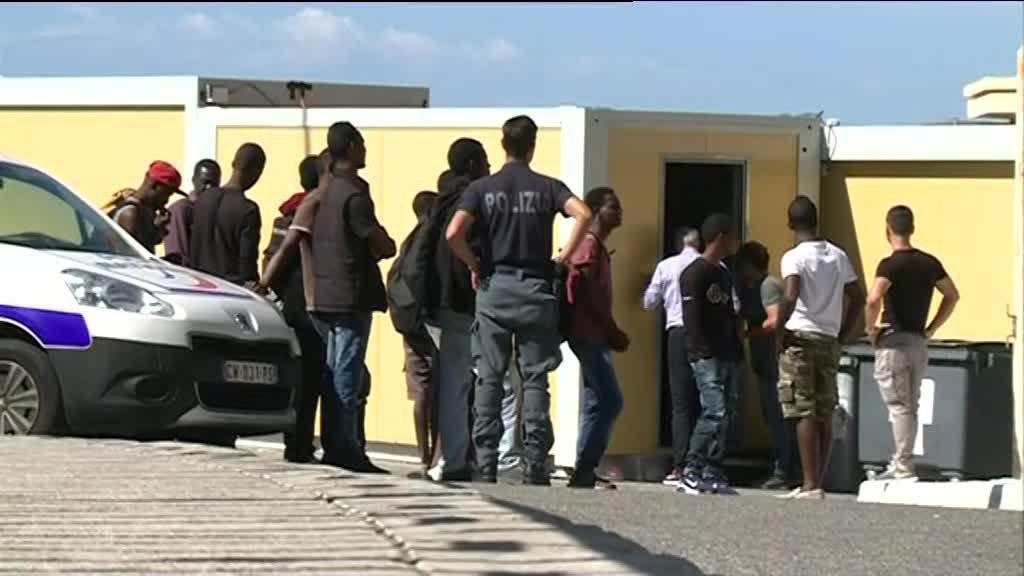 5 мигрантов получили ранения в результате полицейской операции