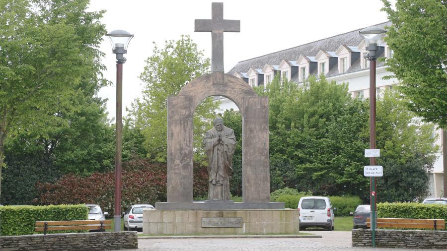 Польша хочет забрать из Франции памятник