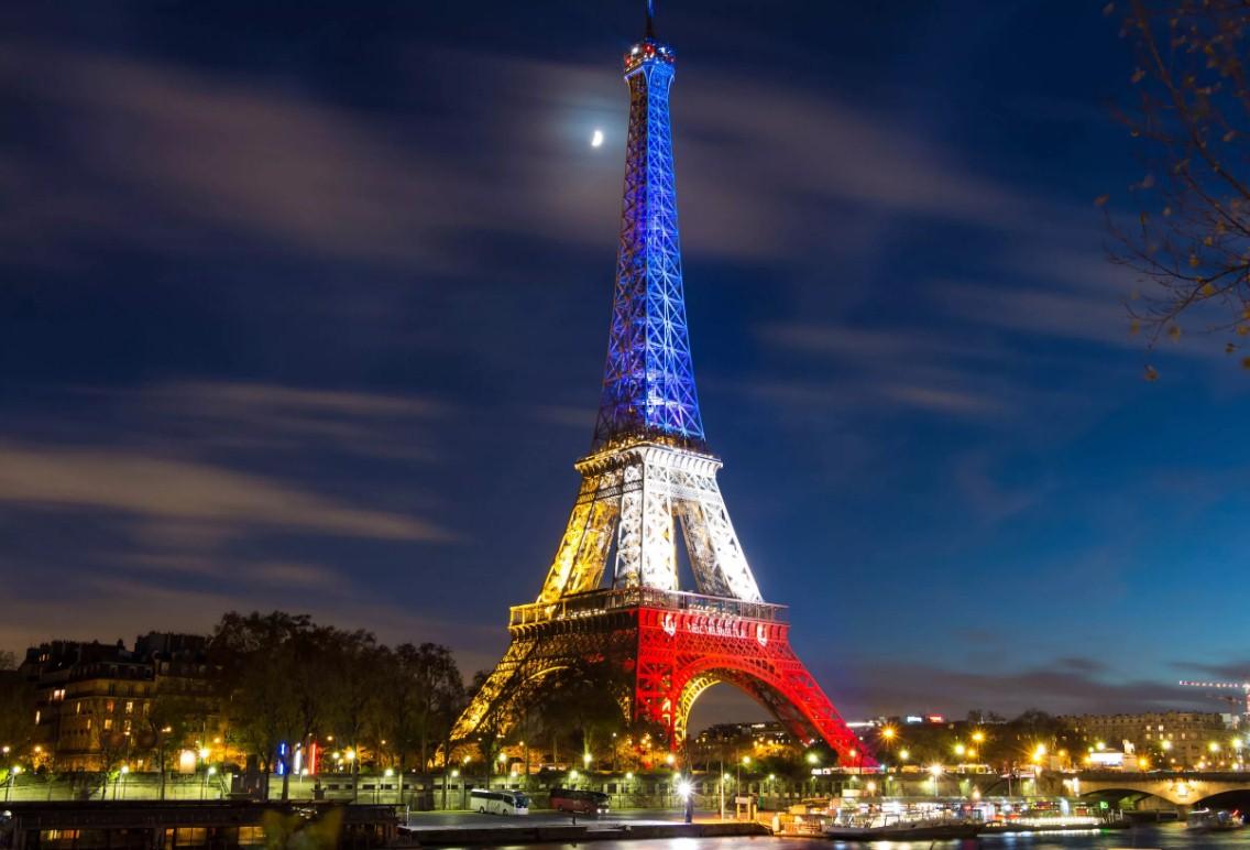 Запретили ночью фотографировать Эйфелеву башню