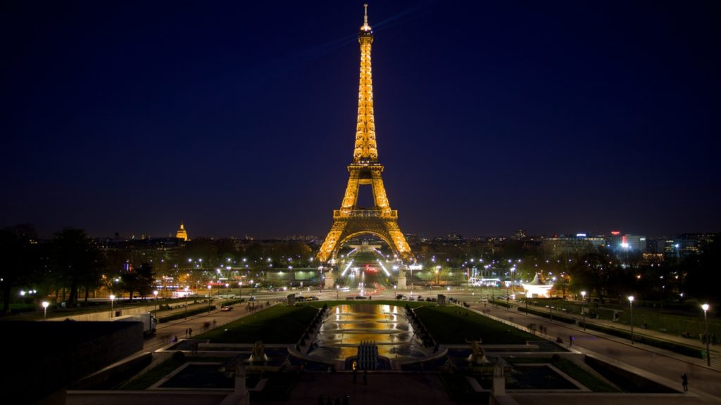 Eiffel_Tower__night_photo_057981_26-1024x576.jpg