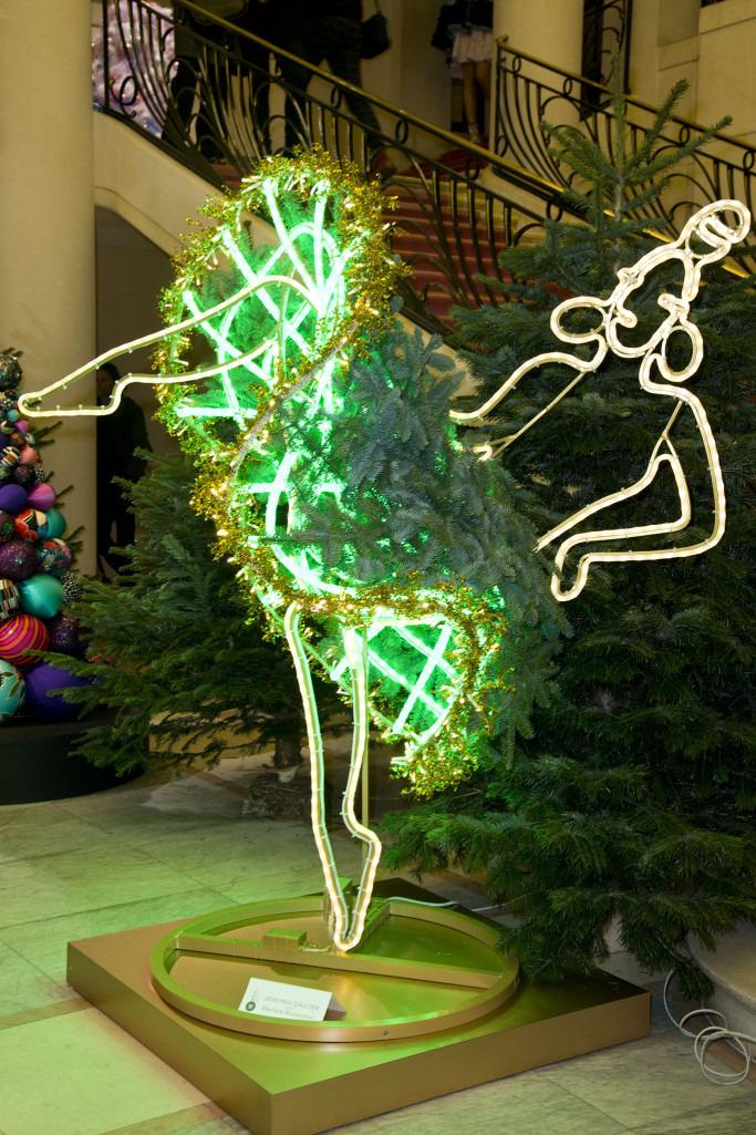 Танцующая рождественская ёлка от Жан-Поля Готье