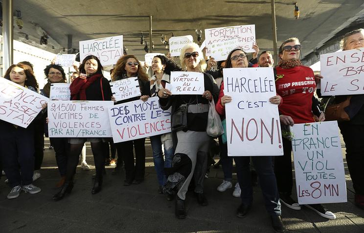 Француженки просят принять план действий против насилия