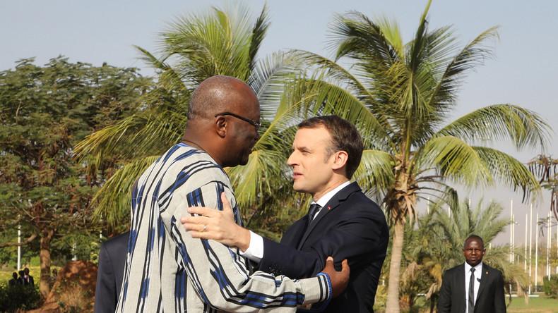 Закидали камнями автобус французской делегации в Уагадугу