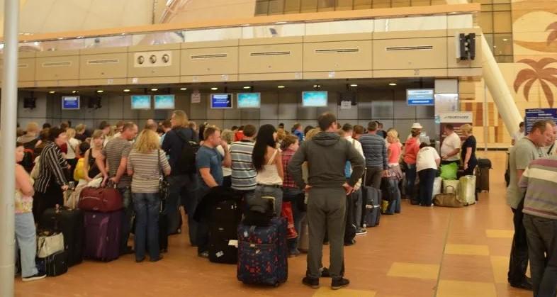 Рейс в Париж был задержан на 8 часов из-за отдыха пилотов