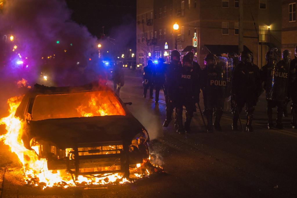 22 сожжённых автомобиля и 60 пострадавших полицейских