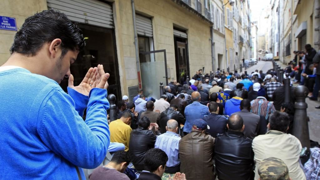 france_muslims_pray_rtr_img-1024x578.jpg