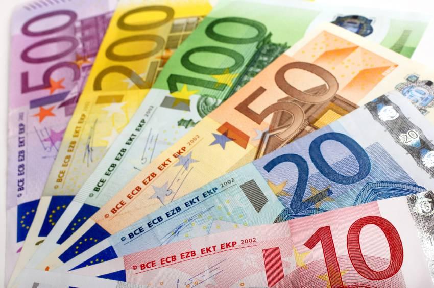 Случайный француз будет получать ежемесячный безусловный доход