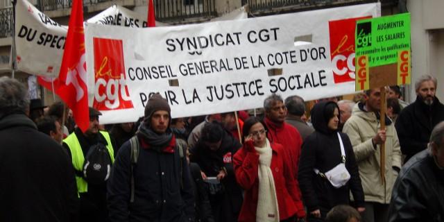 Большая часть французов считают себя бедными