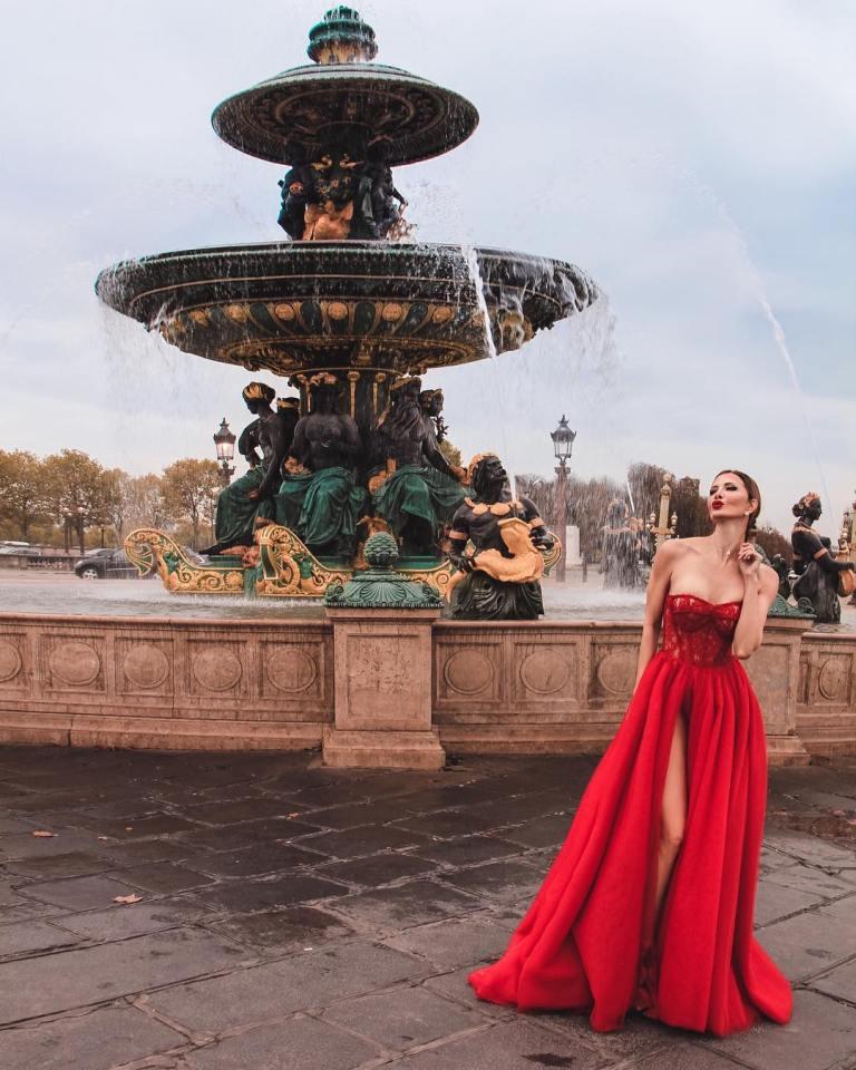 Париж посетила самая красивая в мире бабушка