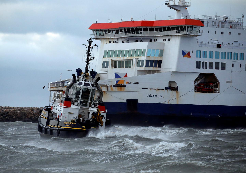 300 человек застряли на пароме, севшего на мель в порту Кале