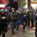 В Париже полиция разогнала борцов с негрофобией газом