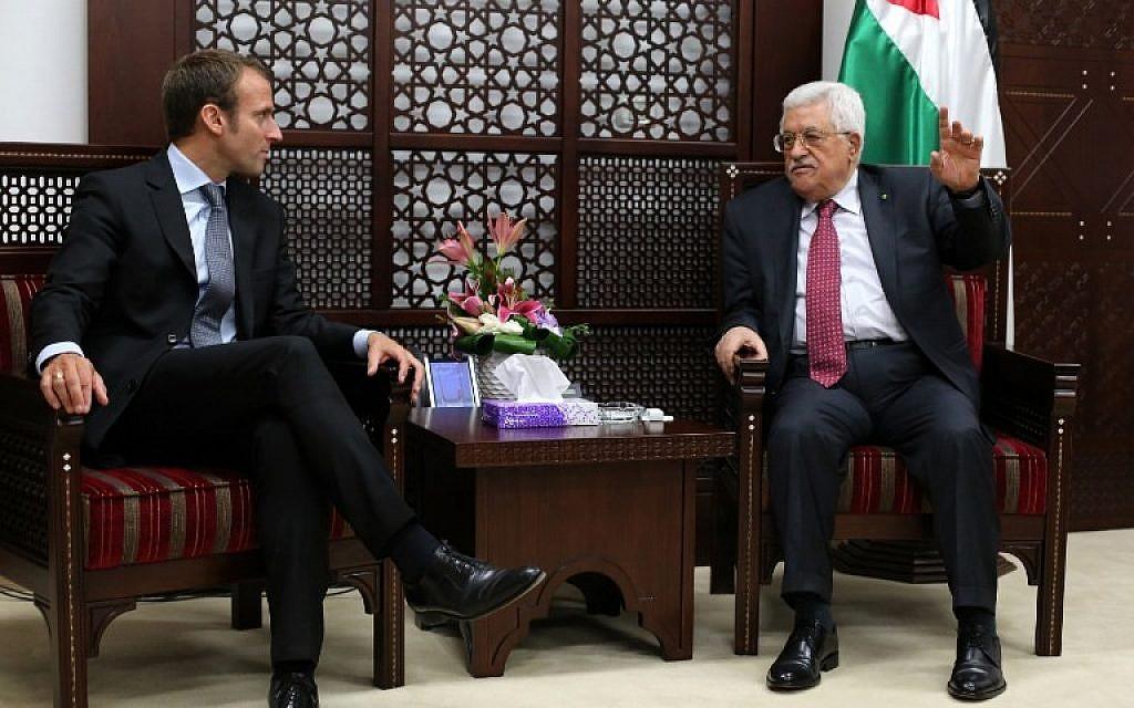 Агентство TASS сообщило о том, что Франция считает ошибкой решение США по Иерусалиму. Об этом заявил президент Франции Эммануэль Макрон после встречи с президентом Палестины Махмудом Аббасом. По словам Макрона, США совершили глубокую ошибку, которая дестабилизирует ситуацию в ближневосточном регионе. Также президент подчеркнул, что рассматривая палестино-израильский конфликт, Франция придерживается принципа двух государств. Так как придерживаются основного принципа по сохранению устойчивого мира в регионе. При этом Эммануэль Макрон заявил, что Франция не намерена признавать палестинское государство в одностороннем порядке. В связи с тем, что в сложившейся ситуации это несвоевременно. Данное решение будет принято «в надлежащий момент». Напомним, что 6 декабря США, в лице президента Донольда Трампа, объявило о признании Иерусалима столицей Израиля. Однако ГА ООН приняла резолюцию против признания Иерусалима столицей Израиля. За документ проголосовали 128 стран, против 9, еще 35 воздержались.
