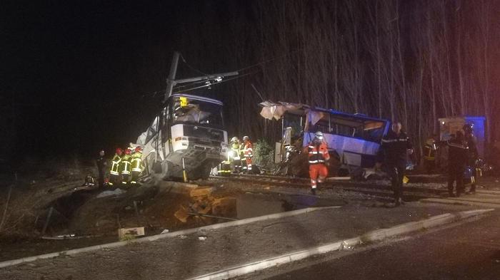 На юге Франции погибли дети при столкновении автобуса с поездом