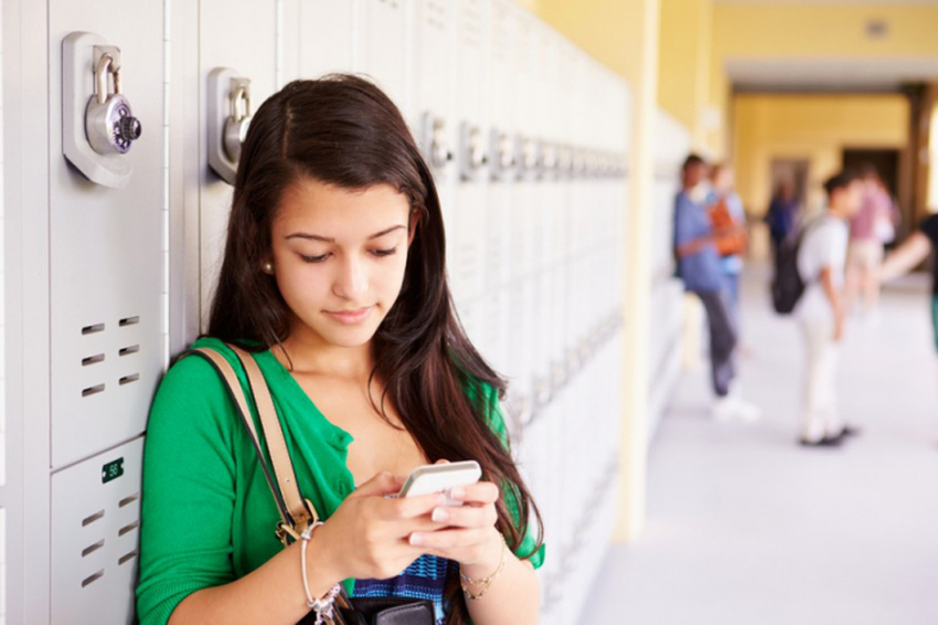 Объявили, когда стартует полный запрет на использование телефонов в школе