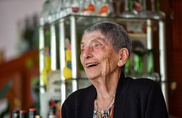 Французская 100-летняя барменша объяснила своё долголетие