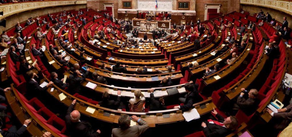 panorama_de_lhemicyle_de_lassemblee_nationale-1024x481.jpg