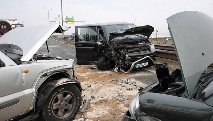 Во Франции пострадали 5 человек в результате столкновения 13 машин