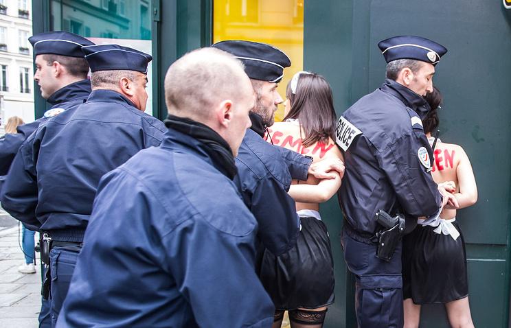 В Париже Femen предложили Эрдогану «рагу из курдов»