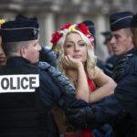 Femen вмешались в митинг против абортов (Видео)