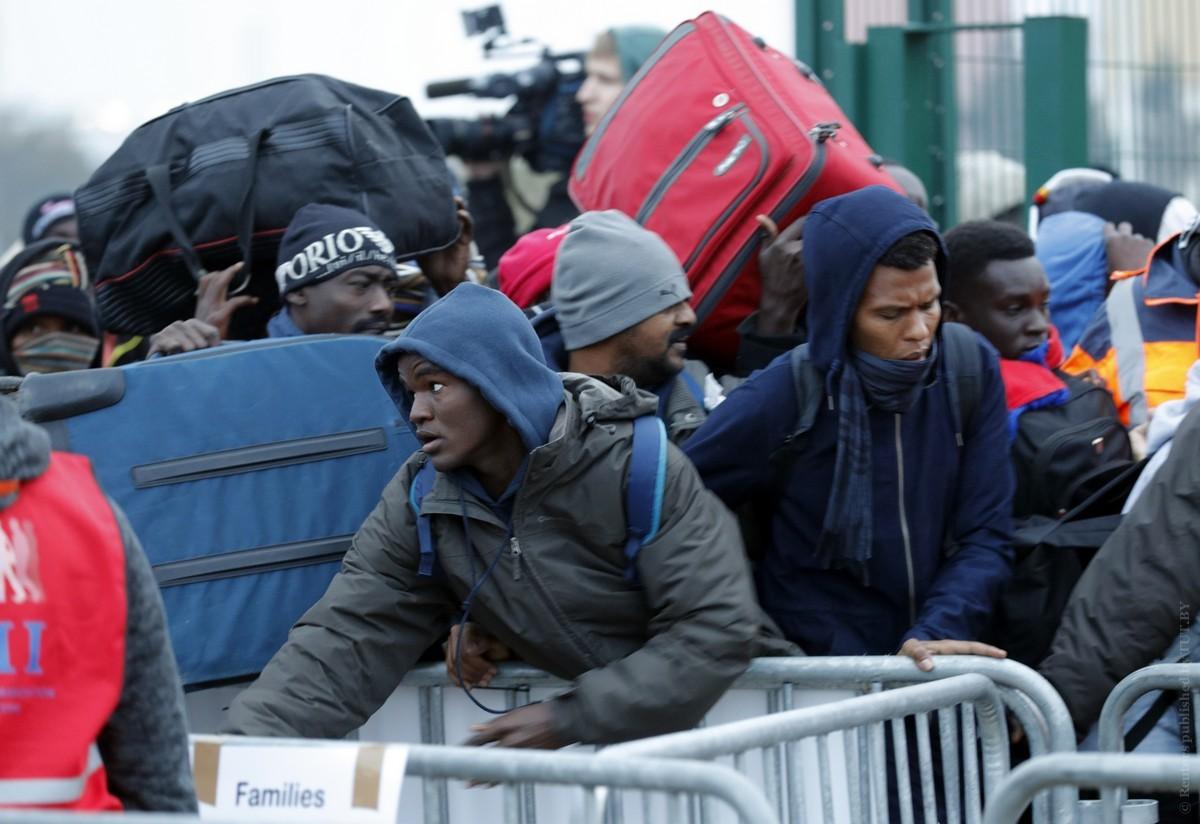 Франция увеличит число центров по приему мигрантов