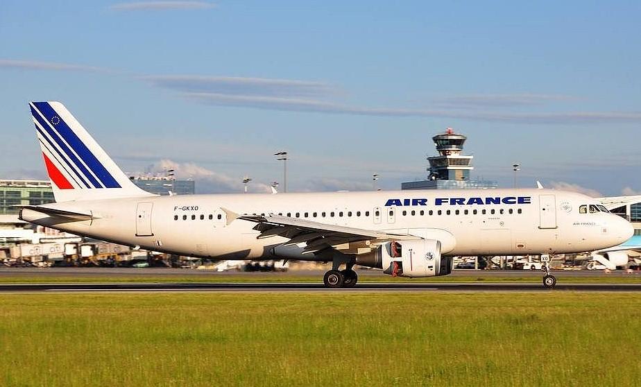 Air France больше не будет проверять документы