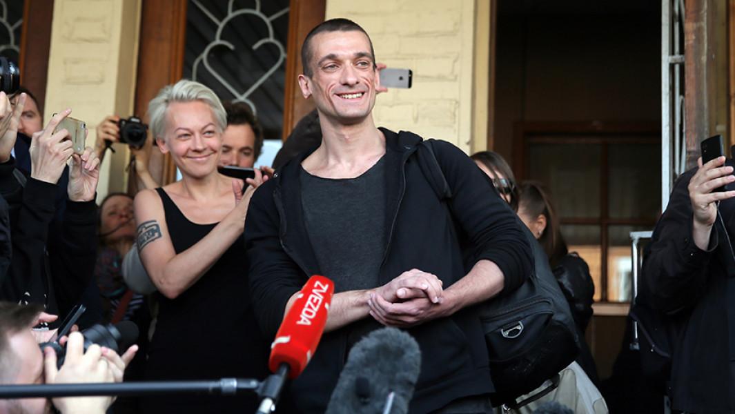 Жену Павленского отпустили на свободу