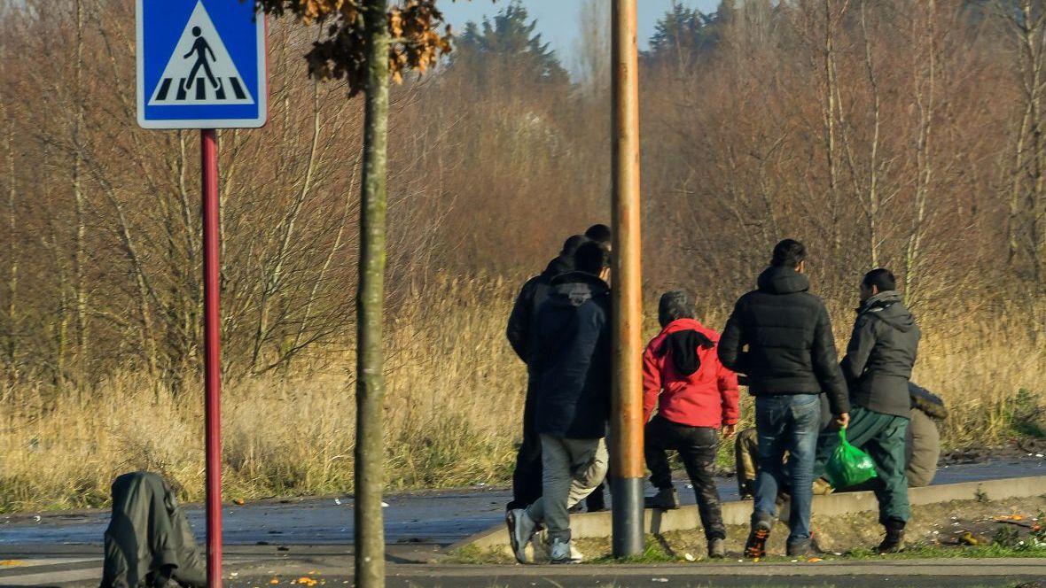 Новый массовый приток несовершеннолетних мигрантов в Кале