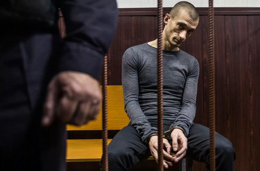 Павленскому продлили арест еще на четыре месяца