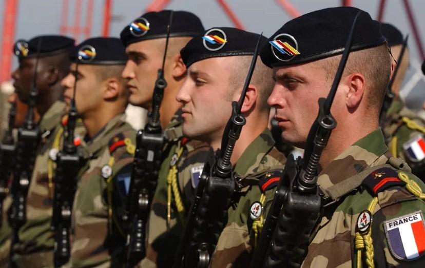 Франция увеличит военные расходы на 40%