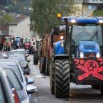 Издание Le Parisien сообщило о том, что 10 февраля, бастующие фермеры Тулузы могут сорвать футбольный матч 25-го тура Лиги 1 «Тулуза» — «ПСЖ». Как утверждает издание, фермеры планируют прийти на стадион «Мунисипал», в том случае если их требования не будут услышаны правительством. Напомним, что фермеры категорически недовольны новыми реформами правительства. В основном их недовольство вызывает тот факт, что их хотят полностью лишить государственных субсидий. Поэтому они планируют провести масштабную акцию протеста. Уже заявлено, что для большего привлечения внимания к проблемам, проводить протесты они будут в многолюдных местах. Именно один из таких мест является футбольная арена, где будет проходить матч команд «Тулуза» и «ПСЖ». Заметим, что по результатам 24 туров чемпионата Франции первое место и 62 очка в копилке «ПСЖ». Тогда как «Тулуза» лишь на 15 месте и имеет в своём запасе всего 26 очков.