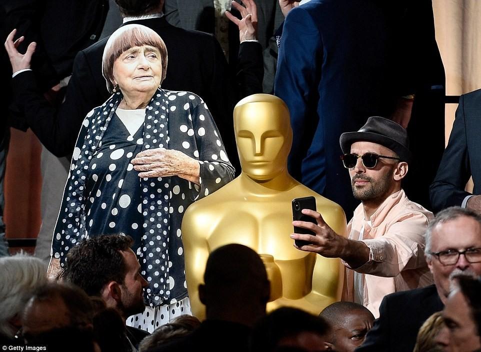 Француженка заменила себя копией на встрече номинантов на «Оскар»