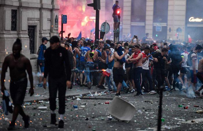 1531745463_massovye-besporjadki-i-pogromy-vo-francii-posle-pobedy-v-chm-2018-po-futbolu-7