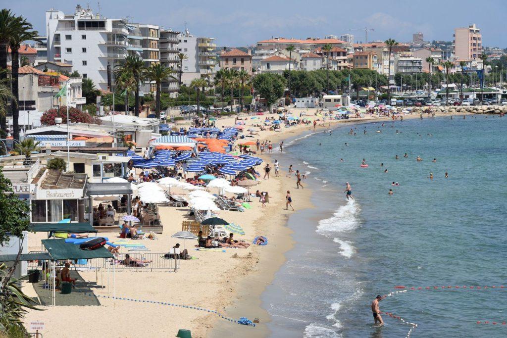 les-plages-privees-de-la-cote-d-azur_5921682-1024x683.jpg
