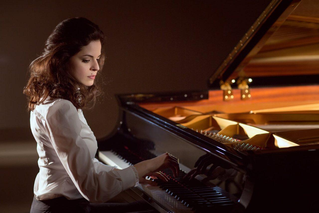 64a30c-20171017-pianist-zlata-chochieva-1280x853.jpg