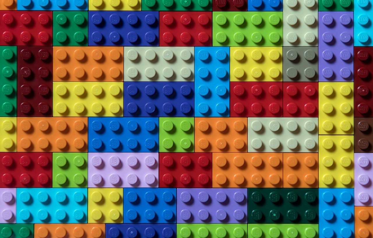 tsvet-forma-lego-kubiki-1280x817.jpg