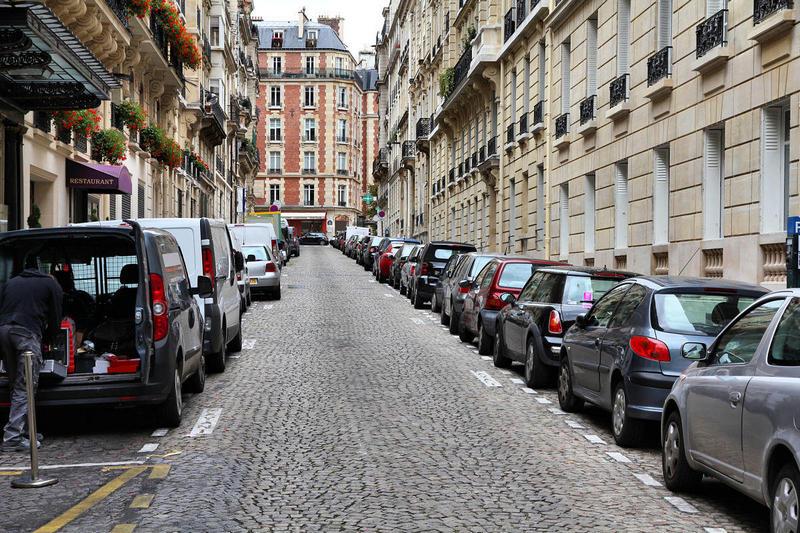 Parkovka-v-Parizhe.jpg