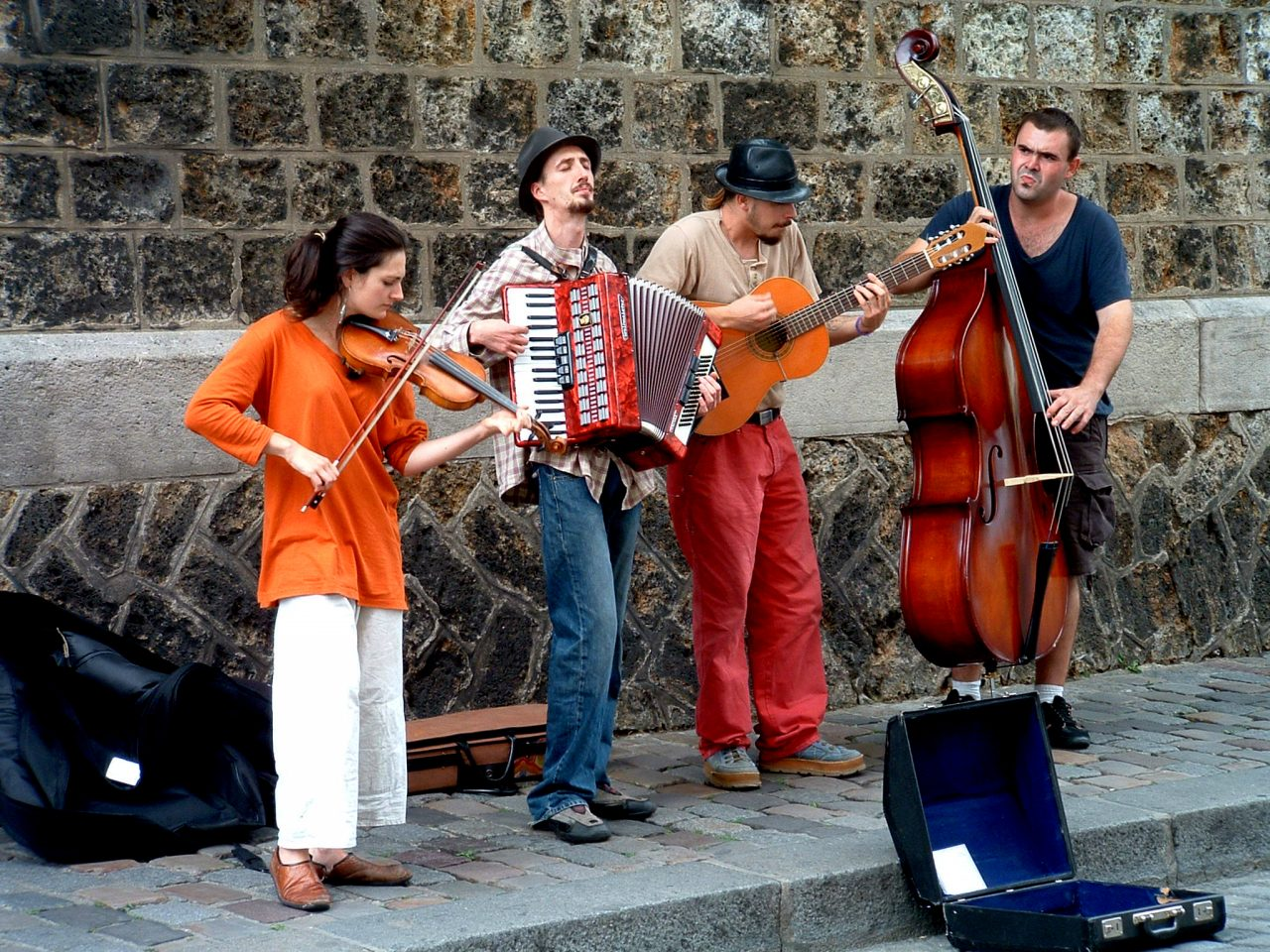 Music_band_in_Montmartre-1280x960.jpg