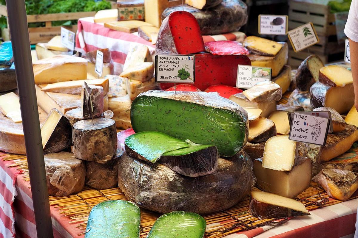 provence-souvenirs-photo-3-cheese-market.jpg