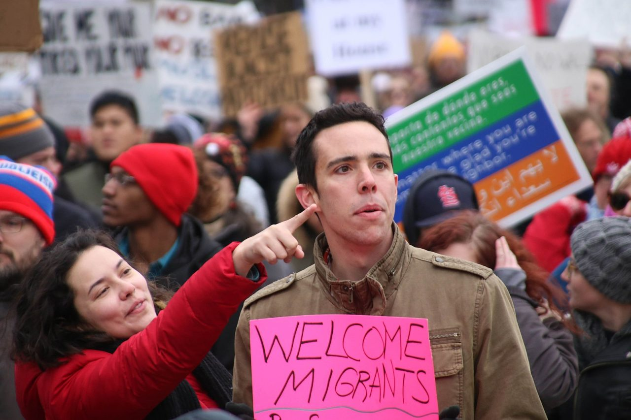 1599px-Immigration_Rally_Welcome_MIgrants_32599908792-1280x853.jpg