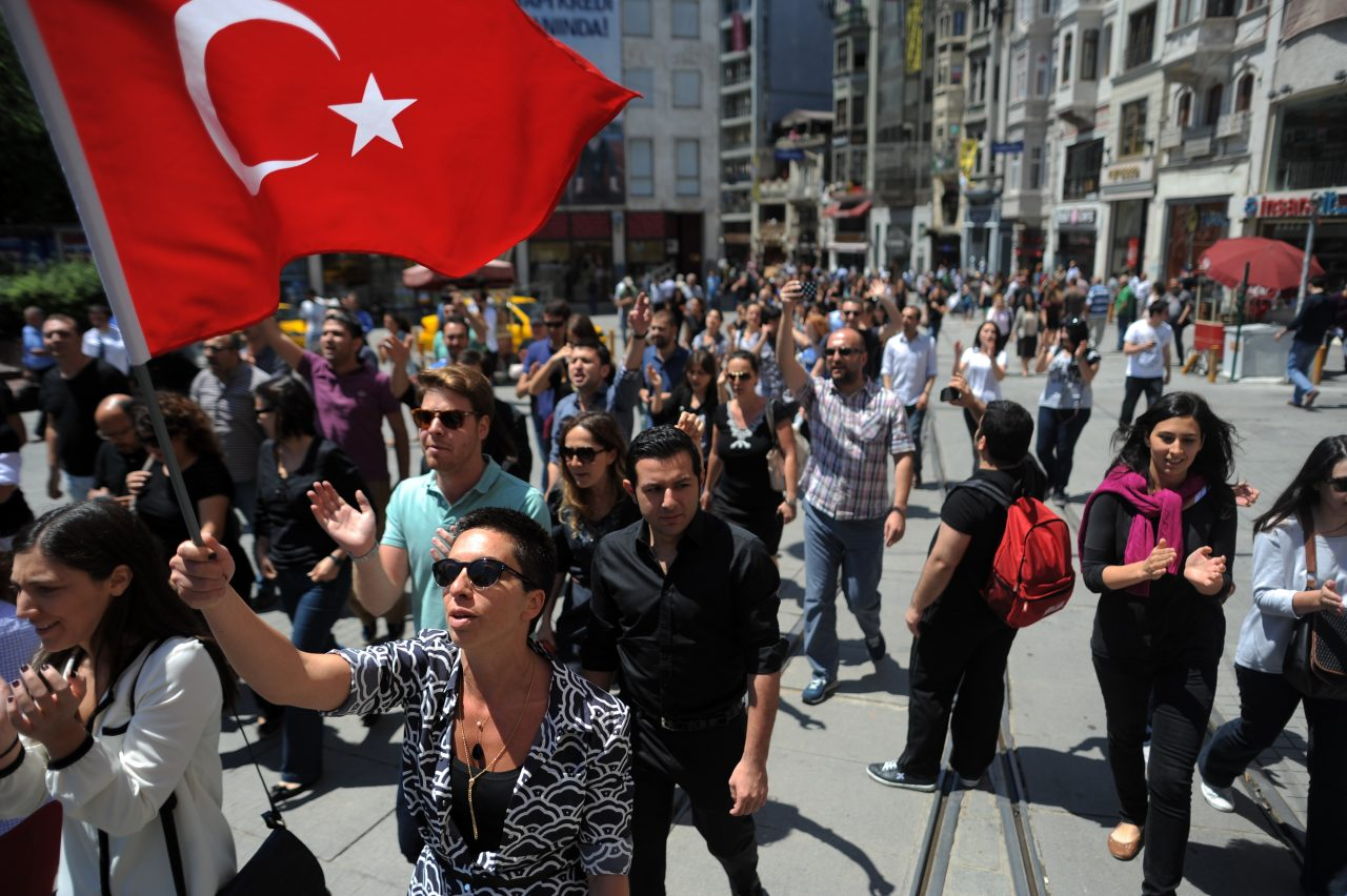 Peaceful_daytime_demonstrations_heading_towards_Taksim_park._Events_of_June_3_2013-2-1280x852.jpg