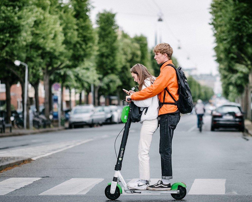 1602734156_1599px-generation_z_kids_on_electric_scooter_48263543577.jpg