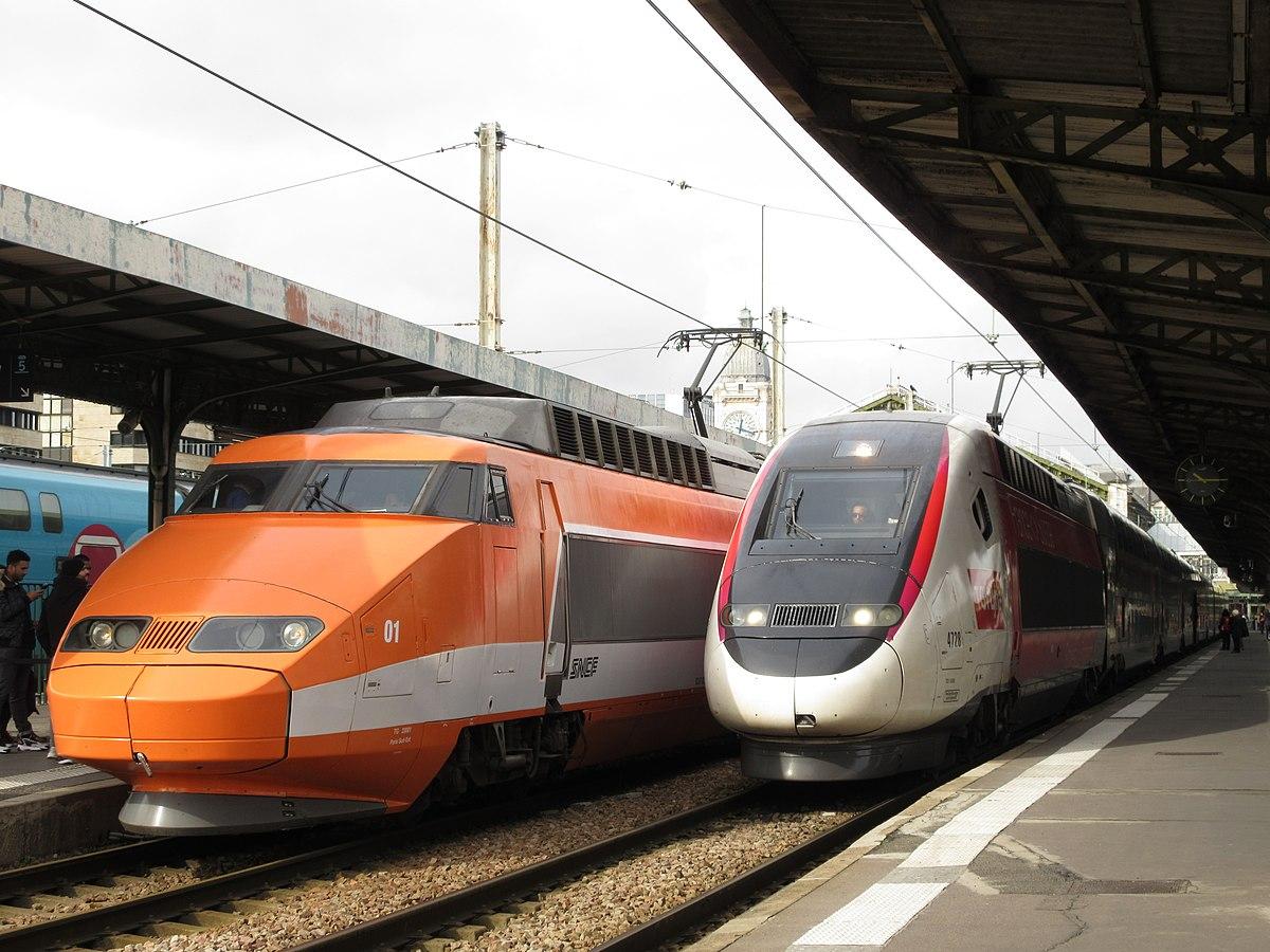 1200px-Deux_TGV_a_Paris-Lyon.jpg